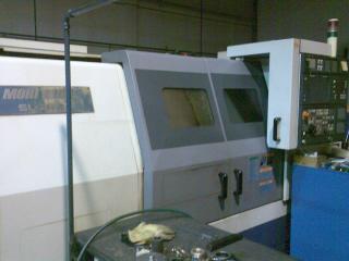 Torno CNC Mori Seiki SL-250 de capacidad 320*950 mm con una luneta hidraúlica de 110 mm de capacidad.