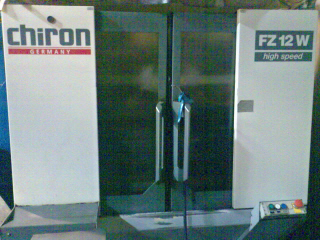 Centro vertical Chiron FZ 12 W paletizado con mesa giratoria 2 posiciones de capacidad